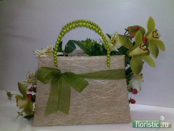 Оригинальная сумочка с орхидеей