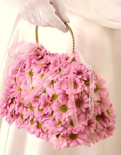 Стильная сумочка из хризантемы