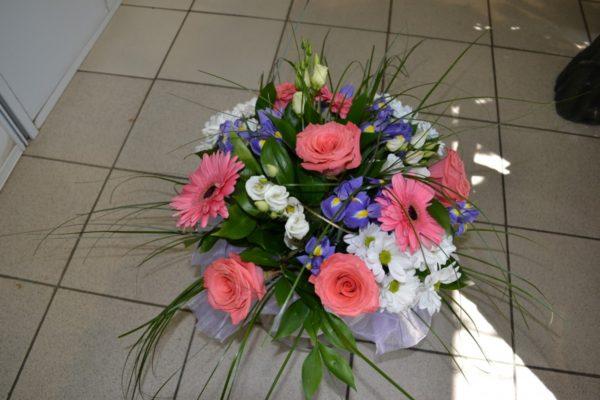 Букет из гербер, ирисов и роз