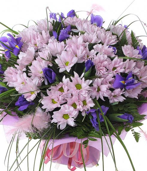 Букет из хризантем с ирисами