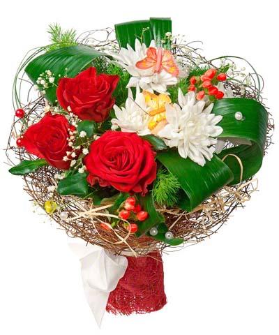 Букет из хризантем с розами и зеленью