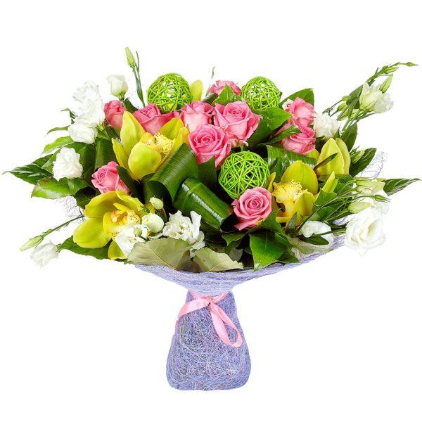 Букет из орхидей, розовых роз и эустомы с декор.украшениями