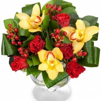 Букет из орхидей и роз