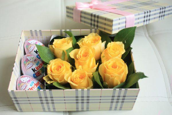 Композиция с жёлтыми розами.
