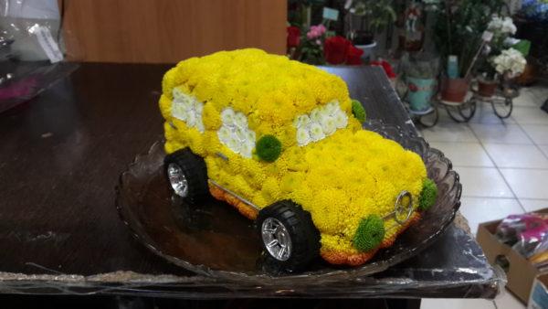 Композиция из цветов для «Авто леди».