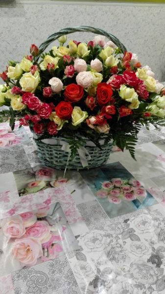 Корзинка из кустовой розы.