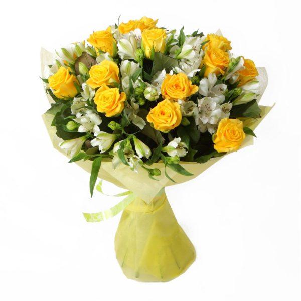 Букет с розами и альстромериями №17