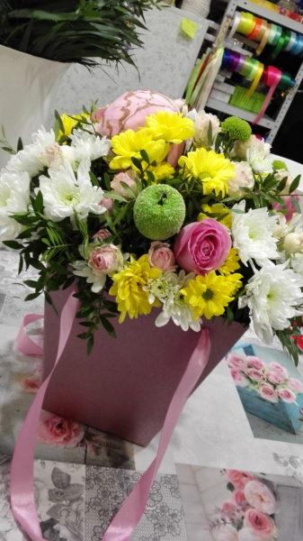 Сумка-коробка с цветами.