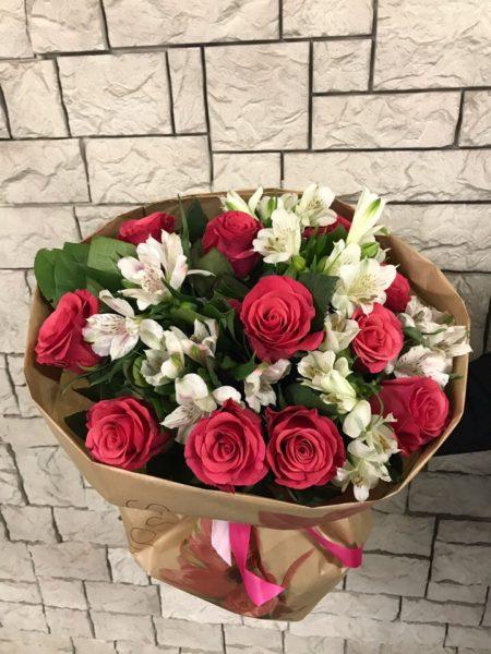 Букет с альстромериями и розой №18