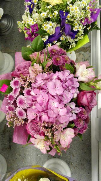 Букет в розовых тонах с гортензией и розами