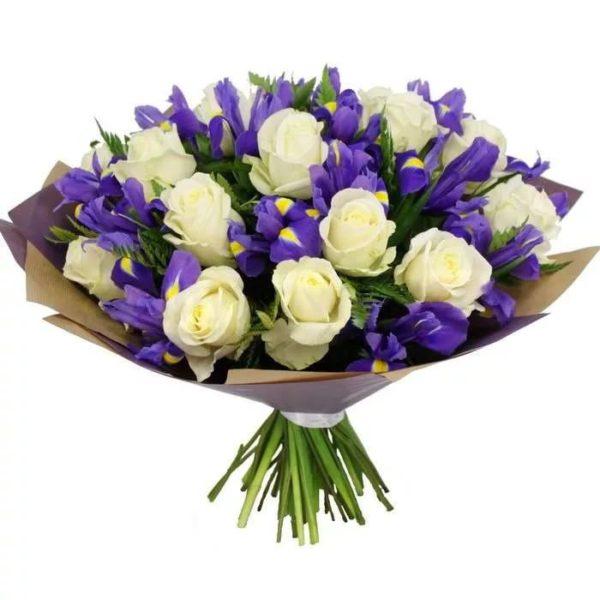 Букет с ирисами и розами №23